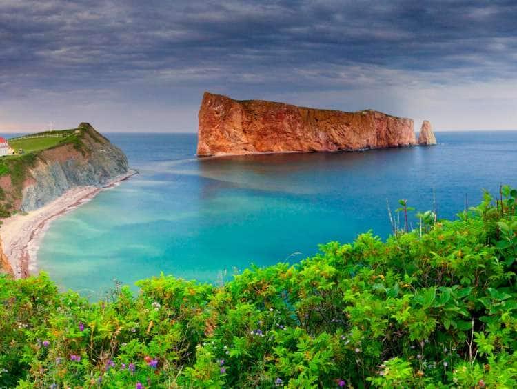 Canada, Quebec, Gaspe Peninsula, Perce Rock, part of the Parc national de l'lle Bonaventure et du Rocher Perce