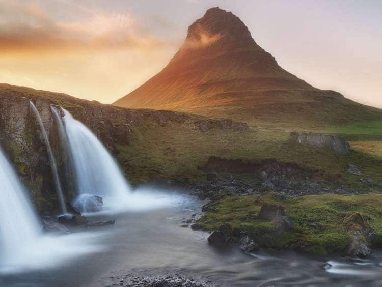 Kirkjufellsfoss Waterfall with Kirkjufell Mountain (463mt), Snaefellsnes Peninsula, Vesturland (West Iceland), Iceland