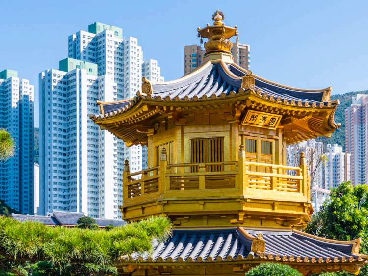 China, Hong Kong, Kowloon, The temple in the Nan Lian Garden Park with the surrounding skyscrapers
