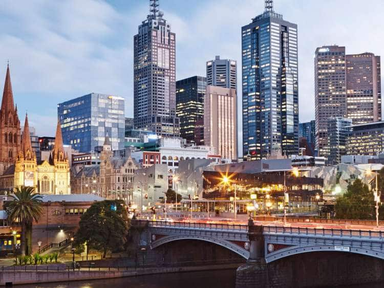 Australia, Victoria, Melbourne, Princes Bridge over Yarra River with Federation Square and city skyline in background