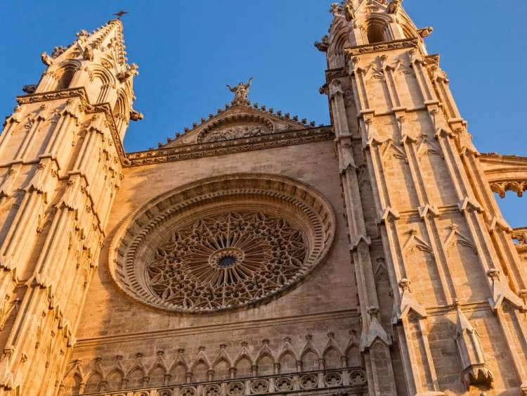 Spain, Balearic Islands, Mallorca, Palma de Mallorca, Palma, West Facade of La Seu Cathedral in December