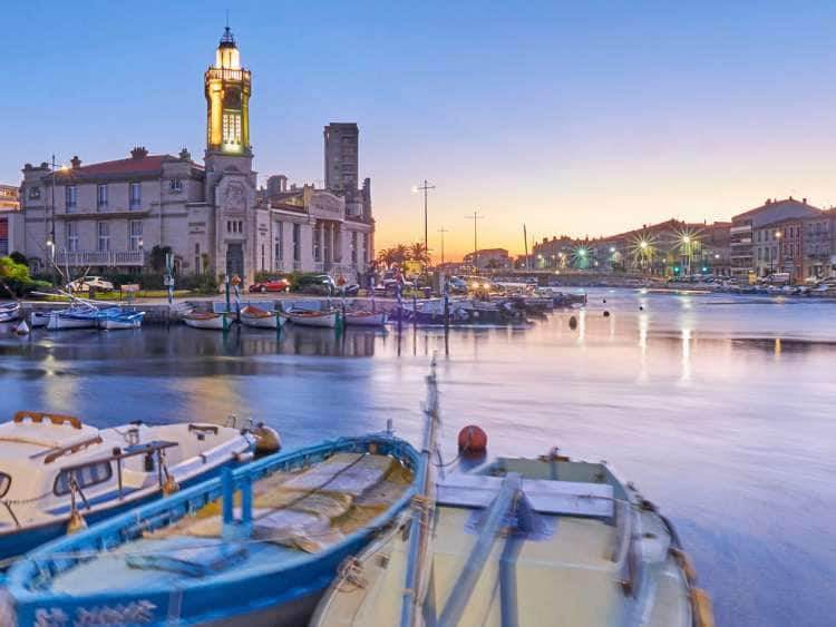 France, Occitanie, Sete, Herault, The Canal de Sete and the Canal de la Peyrade with the Palais Consulaire in background at dawn