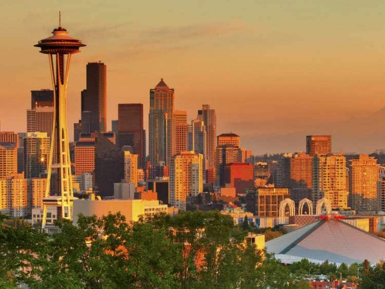 USA, Washington, Seattle, City Skyline and Space Needle, Mount Rainier in background