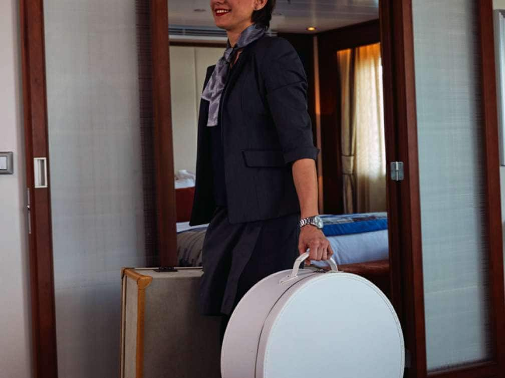 A female guest carrying her luggage on her all-inclusive cruise